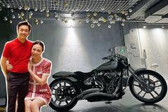 Cường Đô La được vợ tặng mô tô 800 triệu nhân Giáng sinh
