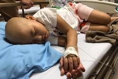 Mồ côi mẹ, anh trai rớt nước mắt xin cứu em gái mắc bệnh hiểm nghèo
