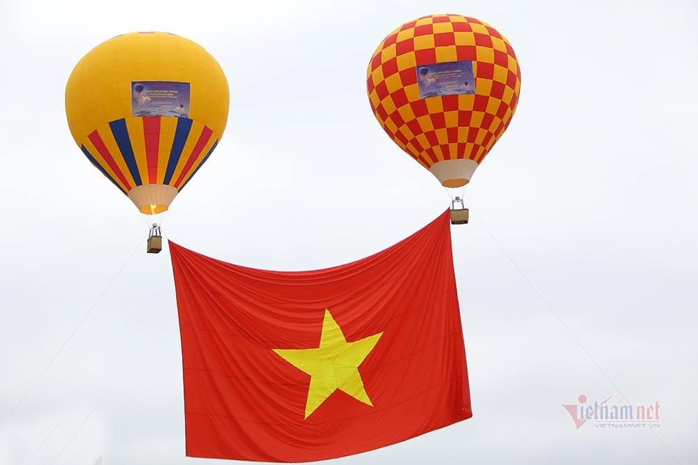 Hơn 60 phi công so tài tại giải dù lượn Putaleng 2020 Lai Châu