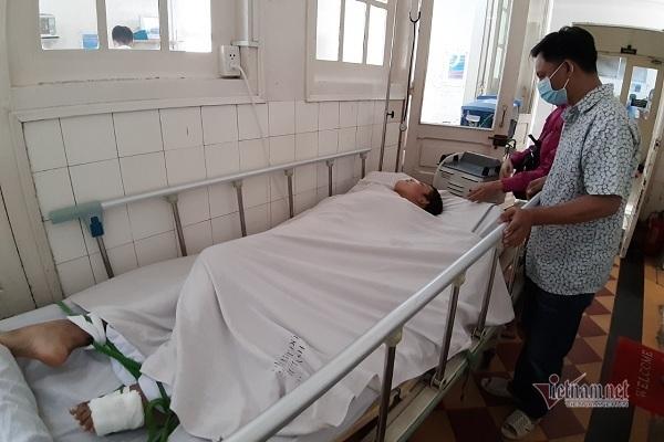Không có 100 triệu đồng, mẹ đơn thân xin bác sĩ cho con gái về nhà chờ chết