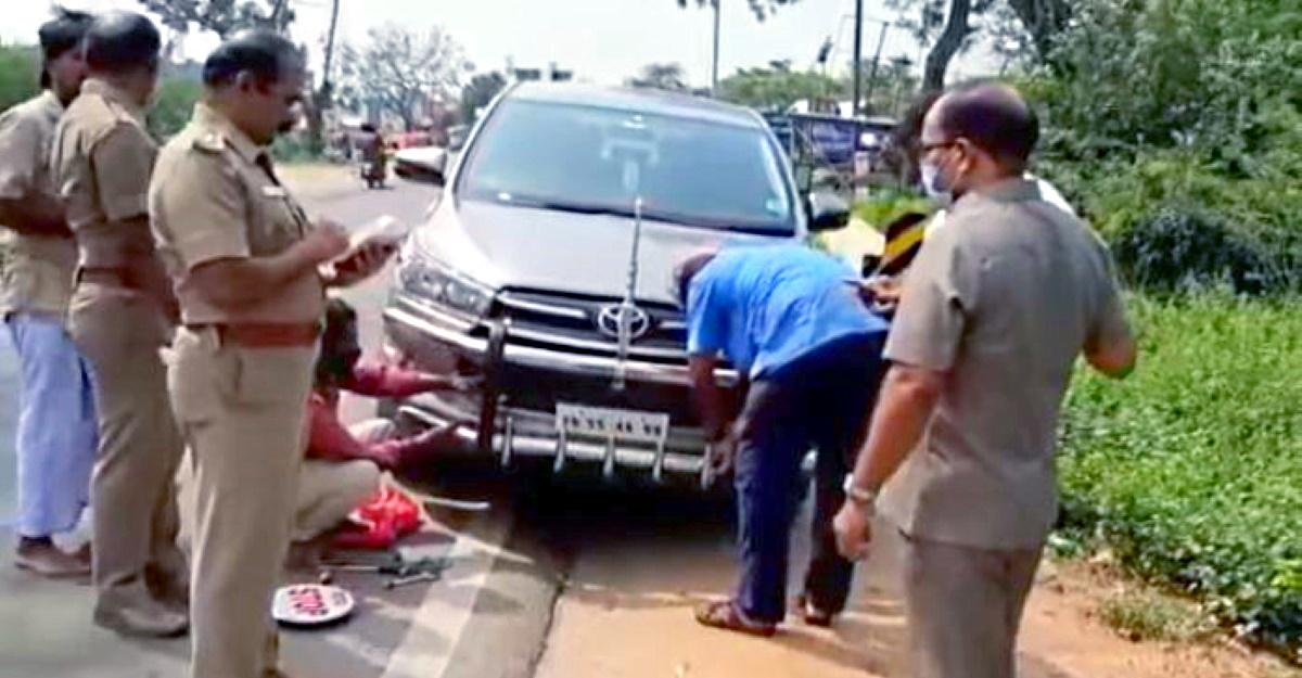 Tài xế gắn thêm cản xe bị cảnh sát bắt tháo gỡ ngay tại chỗ