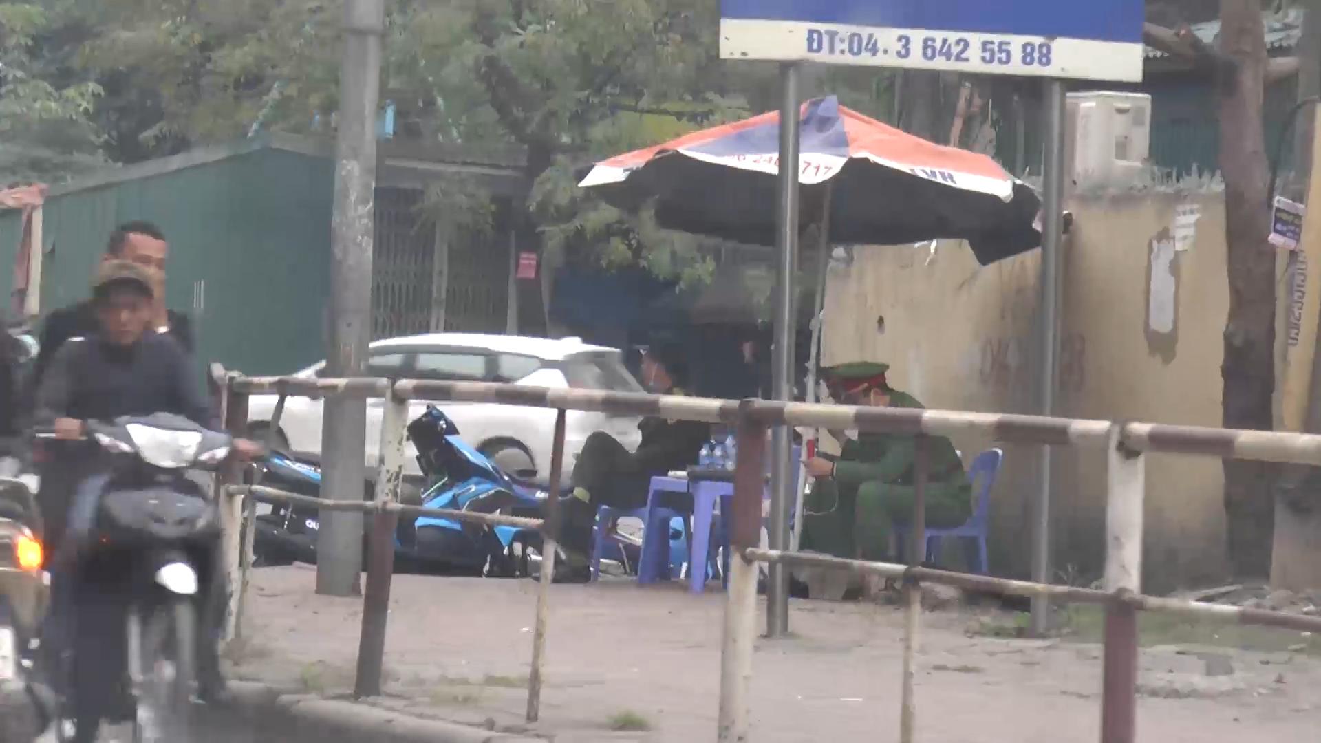 Mặc công an lập chốt, nhà xe vẫn 'vợt' khách dọc đường