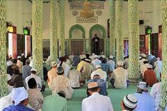 Bảo đảm quyền sinh hoạt tôn giáo bình thường của đồng bào có đạo