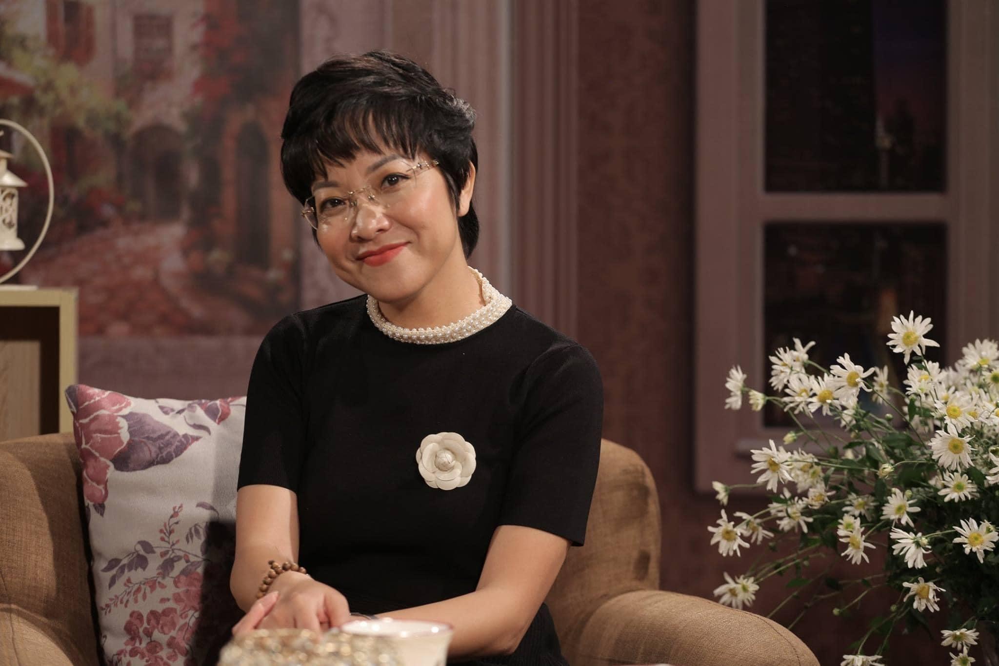 Nhan sắc trẻ trung của MC Thảo Vân ở tuổi 50