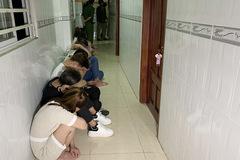 """Hàng chục nam nữ """"phê"""" ma túy trong nhà nghỉ ở An Giang"""