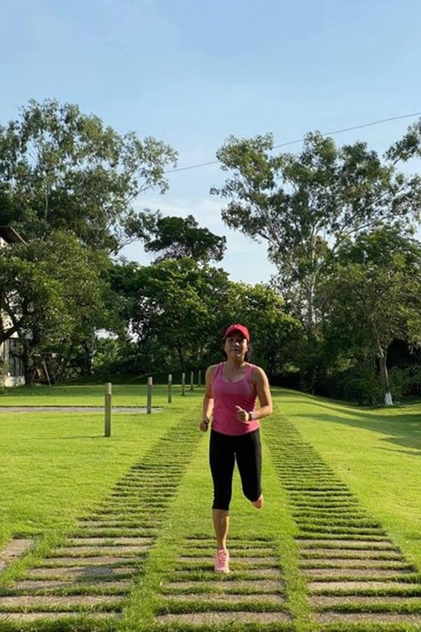 Mỹ Linh tuổi 45 mê chạy bộ, làm bánh, học khiêu vũ, thổi sáo...