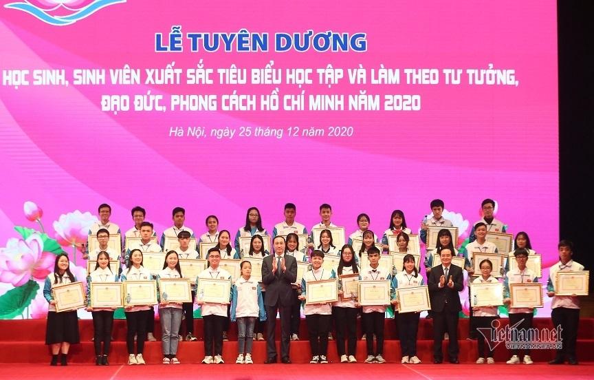 Tuyên dương học sinh, sinh viên xuất sắc trong học tập và làm theo Bác