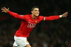 Ronaldo đến MU dẫn đầu chuyển nhượng đỉnh nhất Premier League