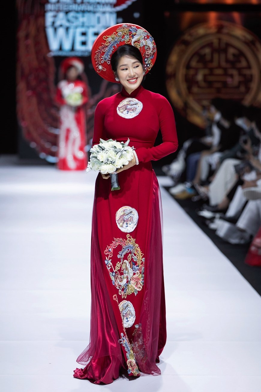 Ao Dai designer presents new collection
