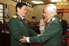 Trung tướng Nguyễn Quốc Thước nhận danh hiệu Anh hùng LLVT nhân dân