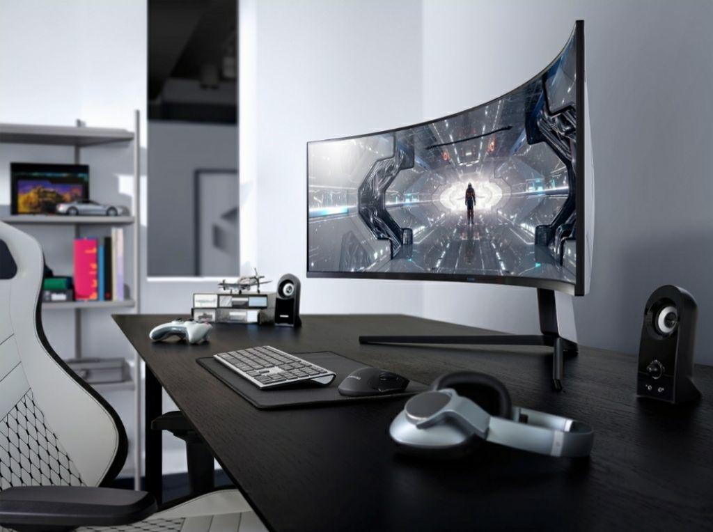 Chơi game tại nhà với màn hình Odyssey G9 và TV Samsung QLED 8K