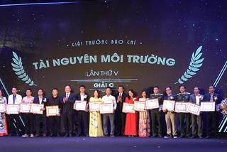 Nhóm tác giả báo VietNamNet giành giải C Báo chí Môi trường lần thứ V