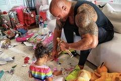 The Rock chơi búp bê Barbie với con gái gây bão mạng