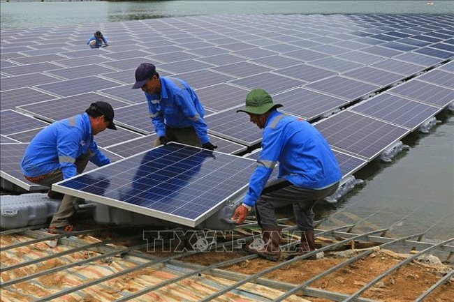 EVN to stop buying output from new rooftop solar power projects