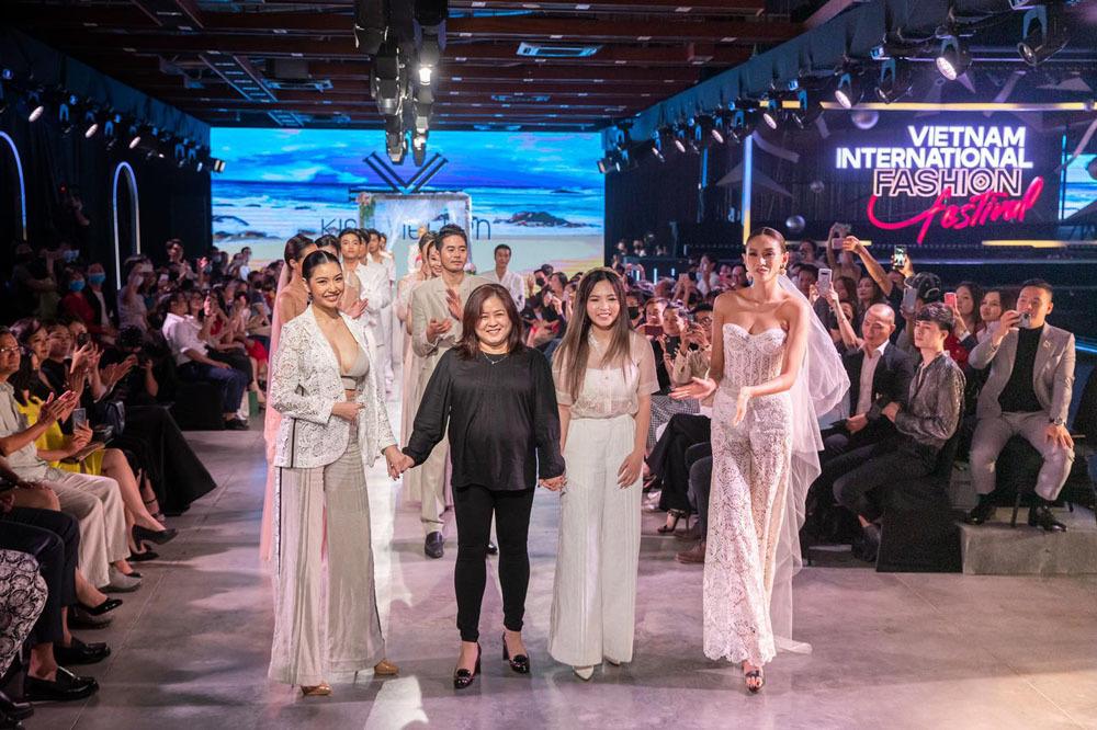 Vedette thời trang 2020: Siêu mẫu Võ Hoàng Yến giật trọn spotlight