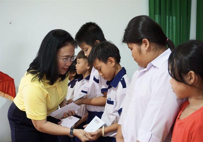 scholarship,Mekong Delta,scholarship award program,social news