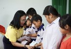 Scholarships granted to children of policy beneficiary families in Dong Thap