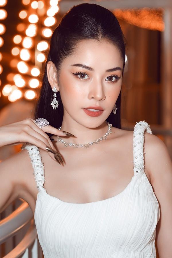 Vượt qua Hòa Minzy, Chi Pu được vinh danh 'Nữ nghệ sĩ ấn tượng'