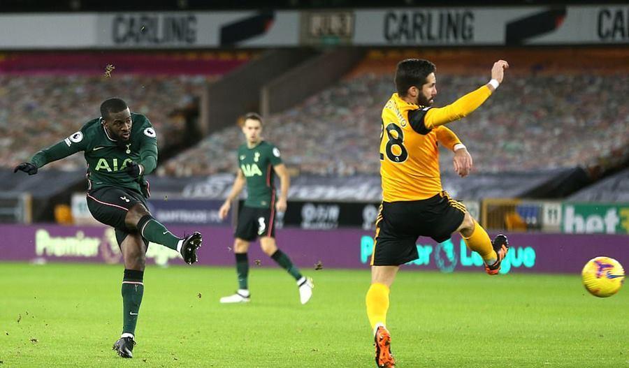 Tottenham đánh rơi chiến thắng ở phút chót