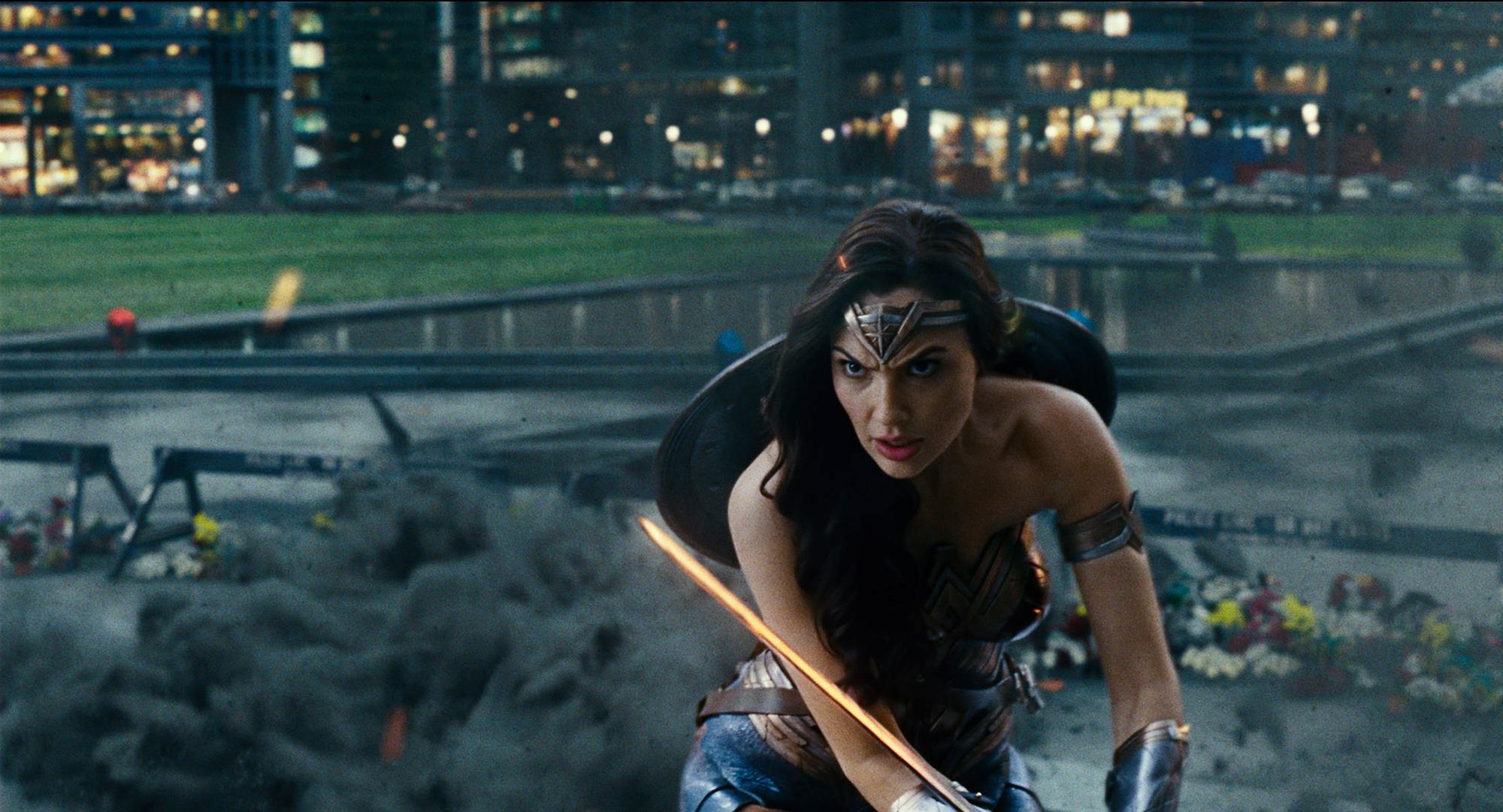 Gal Gadot chấn thương cột sống vì đóng vai Wonder Woman