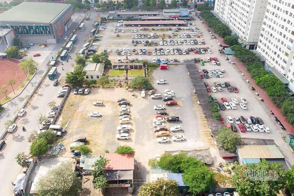 Nửa triệu m2 đất bãi xe 'đắp chiếu', quận đông dân nhất Hà Nội gửi bãi chui