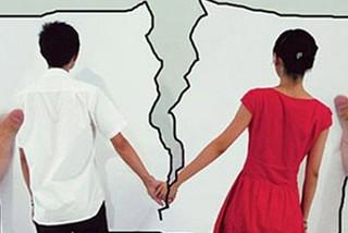 Đang trọng bệnh vẫn phải nhận đơn ly hôn