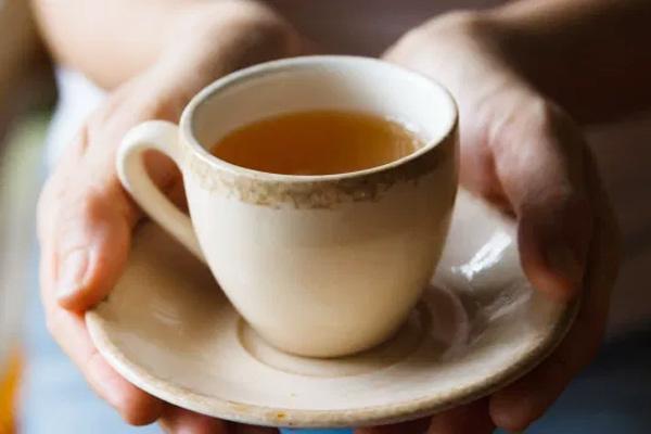 Mặt trái nguy hiểm của việc uống quá nhiều trà xanh