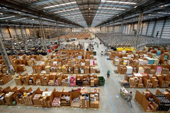 Online shopping booms, sellers thriving