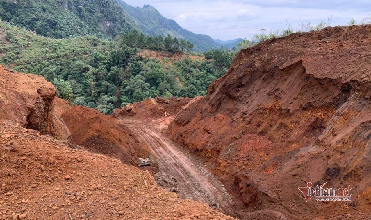 Ngang nhiên khai thác quặng sắt trái phép tại Hà Giang