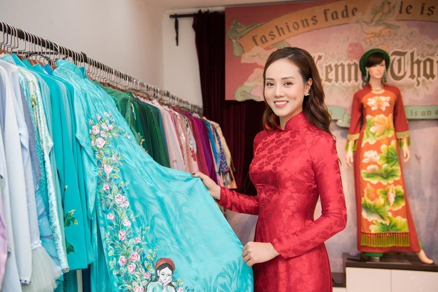 Bạn gái kém 15 tuổi của NSND Công Lý xinh đẹp đi thử áo dài cưới