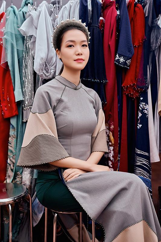 Hoa hậu Thuỳ Dung diễn áo dài của NTK Cao Minh Tiến