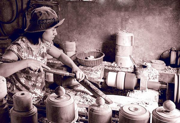 Artisans keeping tradition running in Hanoi Old Quarter