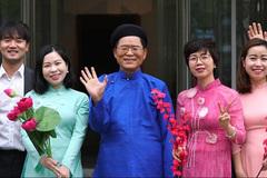 Korean sing Vietnamese song to celebrate New Year