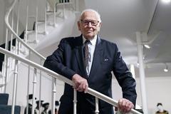 Huyền thoại thời trang Pierre Cardin qua đời