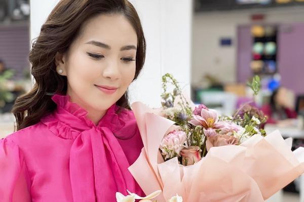 BTV Mai Ngọc xinh tươi đón sinh nhật sớm