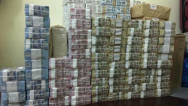 Đổi tiền mới trên mạng rầm rộ, phí cao ngất ngưởng, đề phòng tiền giả