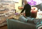 Mát-xa với rắn, biện pháp trị liệu giúp khách hàng vui khỏe