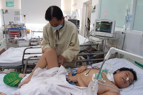 Căn bệnh hiểm 'đánh gục' thiếu niên to lớn nằm liệt giường