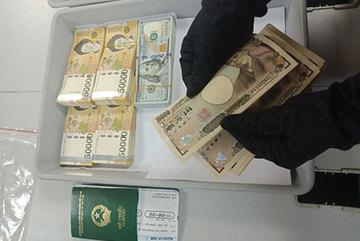 Lắt léo 'dòng tiền' qua biên giới
