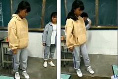 Clip cô giáo phạt học sinh tự ném điện thoại xuống sàn gây tranh cãi