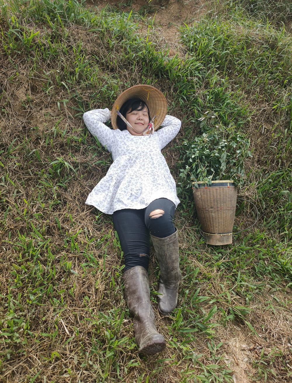 Một ngày mới của nữ trưởng phòng bỏ phố lên rừng làm việc thiện