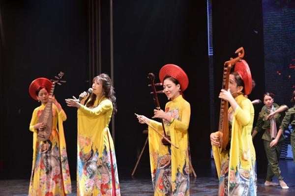 Triệu trái tim vỡ òa cảm xúc trong đêm nhạc 'Ơn đức sinh thành'