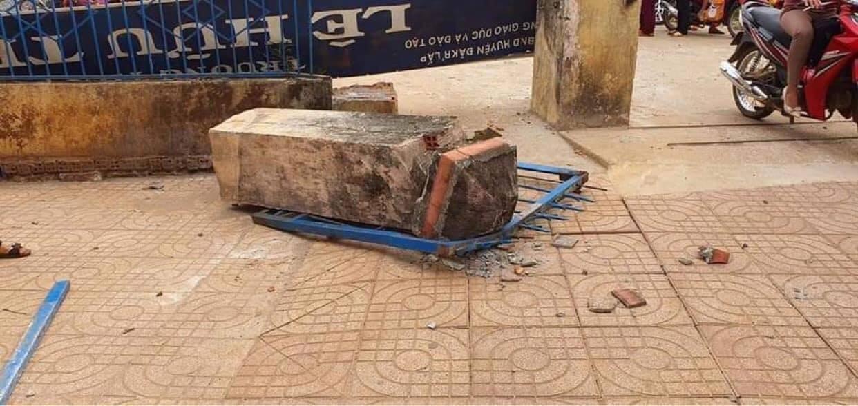 Cổng trường đổ sập đè học sinh lớp 4 tử vong
