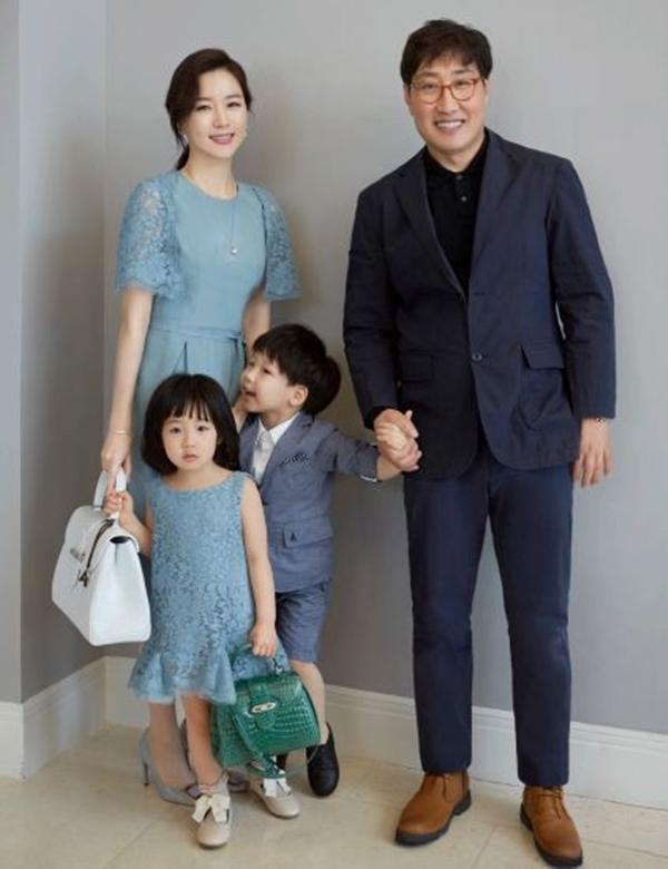 Ảnh hiếm của 'nàng Dae Jang Geum' và chồng quyền lực hơn 20 tuổi