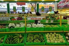 Kiếm tiền nhà giàu: Bán rau nguyên rễ, quả để nguyên lá