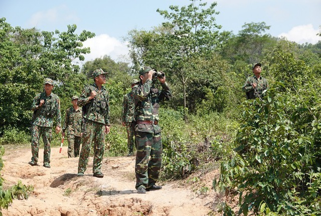Hundreds of people illegally enter Vietnam every day