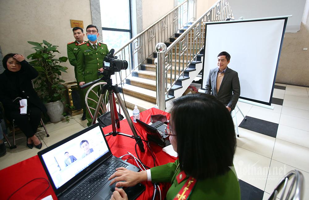Công an Hà Nội chính thức cấp thẻ căn cước gắn chip cho công dân