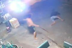 Chủ nhà lao ra như mãnh hổ khiến tên trộm chết khiếp ngã dúi dụi