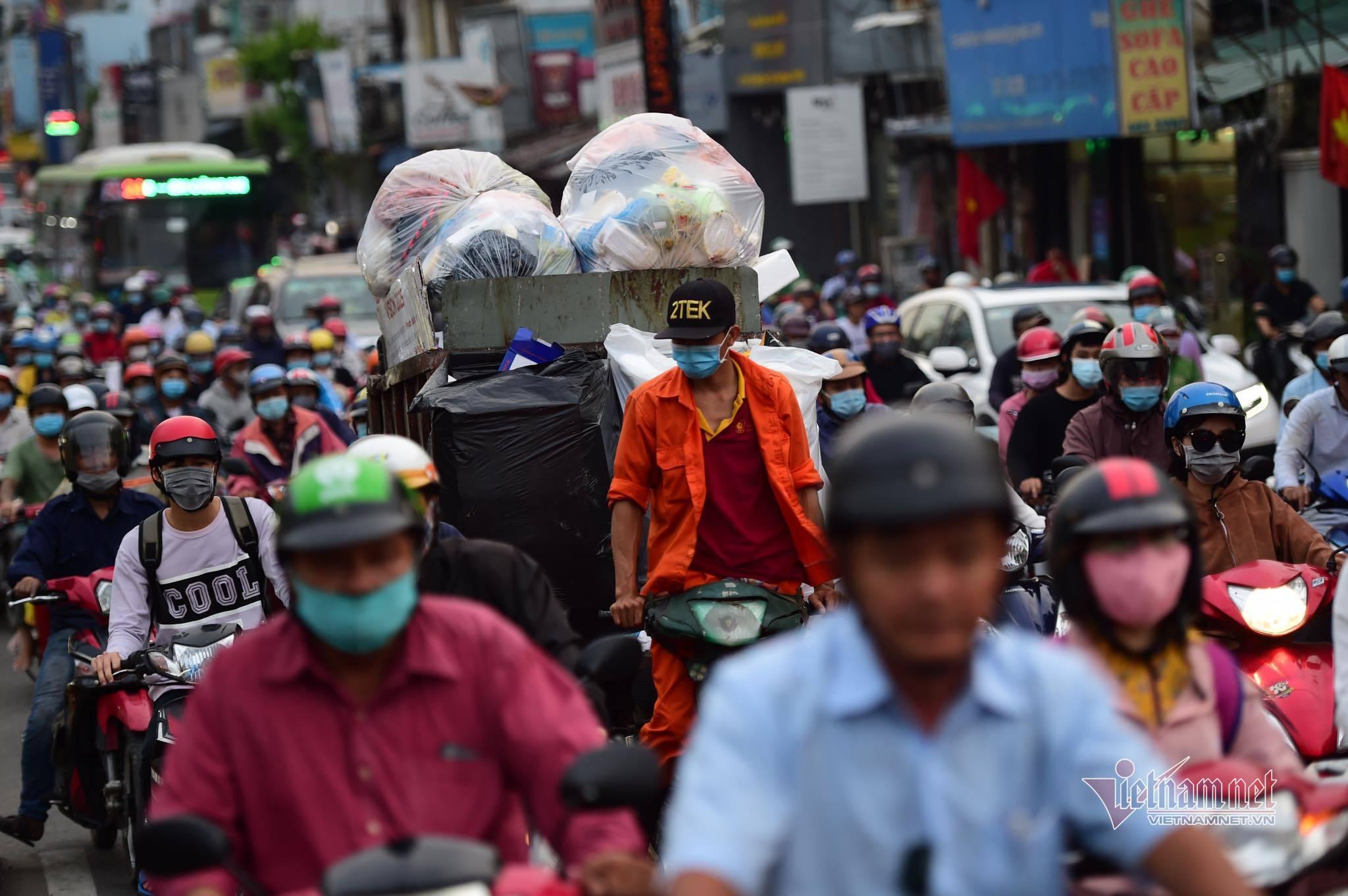 Cảnh tắc đường nghẹt thở ngày cuối cùng của năm ở 2 thành phố lớn