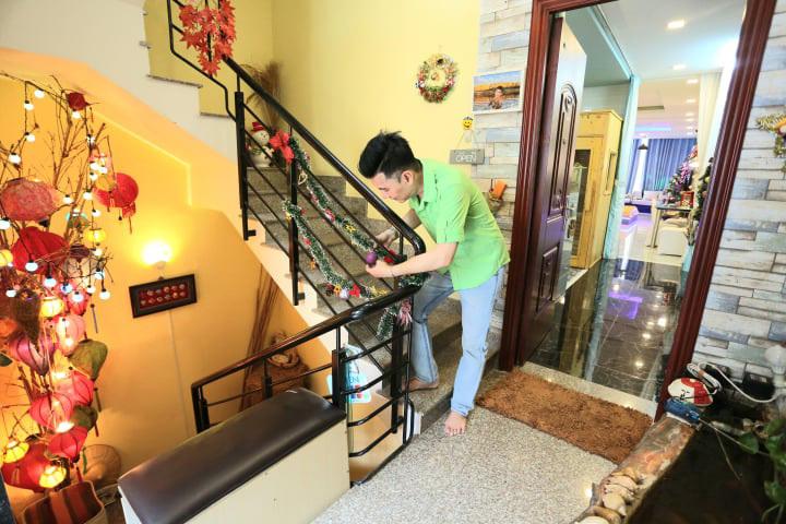 Sao Việt đón Tết dương lịch: Người chạy show, người ở bên gia đình